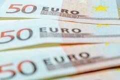 Τρεις 50 ευρο- λογαριασμοί ως σύμβολο της χρηματοδότησης στοκ φωτογραφία με δικαίωμα ελεύθερης χρήσης