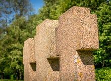 Τρεις μικρές διαγώνιες ταφόπετρες σε μια σειρά στοκ εικόνα με δικαίωμα ελεύθερης χρήσης