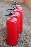 Τρεις μικροί πυροσβεστήρες στοκ εικόνες