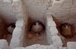 Τρεις μούμιες στο νεκροταφείο Chauchilla στοκ φωτογραφία με δικαίωμα ελεύθερης χρήσης