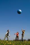 Τρεις νέοι με τη σφαίρα Στοκ Φωτογραφία