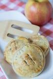 Τρεις πίτες χεριών της Apple με Spatula Στοκ Φωτογραφία