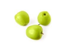 Τρεις πράσινη Apple που απομονώνεται στο άσπρο υπόβαθρο Στοκ Φωτογραφίες