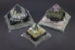 Τρεις πυραμίδες γεννητριών Orgone Orgonite στοκ φωτογραφίες με δικαίωμα ελεύθερης χρήσης
