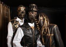 Τρεις δράστες στα κοστούμια cyborg στοκ φωτογραφίες