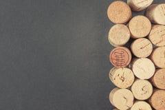 Τρεις σειρές του κρασιού βουλώνουν Στοκ Φωτογραφίες