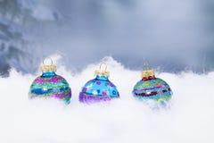 Τρεις σφαίρες Χριστουγέννων σε μια σειρά Στοκ Εικόνες