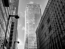 Τρεις σύγχρονοι πύργοι γραφείων γυαλιού στο Canary Wharf, το Docklands, Στοκ Εικόνες