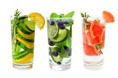 Τρεις τύποι νερών φρούτων detox που απομονώνονται στο λευκό στοκ φωτογραφία με δικαίωμα ελεύθερης χρήσης