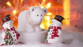 Τρεις χαμογελώντας χιονάνθρωποι στο χιόνι, καλή χρονιά 2017, Χριστούγεννα φιλμ μικρού μήκους