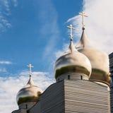 Τρεις χρυσοί θόλοι στο υπόβαθρο μπλε ουρανού Στοκ Εικόνες