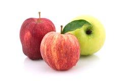 Τρεις Apple στο άσπρο υπόβαθρο Στοκ εικόνες με δικαίωμα ελεύθερης χρήσης