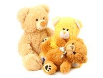 τρεις teddy αρκούδες παιχνιδιών που απομονώνονται στο άσπρο υπόβαθρο στοκ φωτογραφία με δικαίωμα ελεύθερης χρήσης