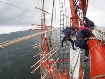 Τρελλή άποψη υψηλά σχετικά με το παλαιό tallship ή sailboat Στοκ εικόνα με δικαίωμα ελεύθερης χρήσης