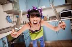 Τρελλή αστεία νοικοκυρά στοκ φωτογραφίες