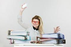 τρελλή επιχειρησιακή γυναίκαη που είναι εξαγριωμένη Στοκ Φωτογραφία