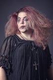 Τρελλή μάγισσα που στέκεται ψηλή Στοκ φωτογραφία με δικαίωμα ελεύθερης χρήσης