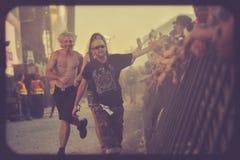 Τρελλός έτρεξε κάτω από τη συναυλία μουσικής σκηνών στοκ φωτογραφίες με δικαίωμα ελεύθερης χρήσης