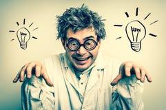 Τρελλός επιστήμονας με τα γυαλιά και την γκρίζα τρίχα - αναδρομικό ύφος Στοκ φωτογραφία με δικαίωμα ελεύθερης χρήσης