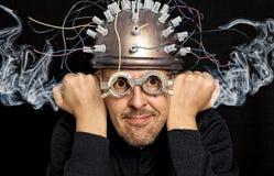 Τρελλός εφευρέτης με το κράνος Στοκ εικόνα με δικαίωμα ελεύθερης χρήσης