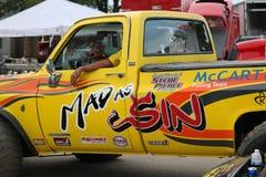 Τρελλός ως αμαρτία 4x4 που τραβά το φορτηγό Στοκ εικόνα με δικαίωμα ελεύθερης χρήσης