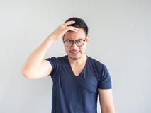 Τρελλό ασιατικό άτομο με eyeglasses Στοκ Εικόνα