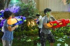 Τρελλό κόμμα πυροβόλων όπλων νερού Στοκ φωτογραφία με δικαίωμα ελεύθερης χρήσης
