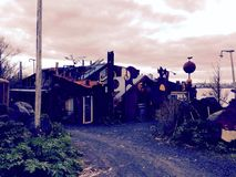 Τρελλό σπίτι junkyard στοκ φωτογραφίες με δικαίωμα ελεύθερης χρήσης