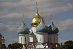 Τριάδα Sergius Lavra στη Ρωσία dormition εκκλησιών Στοκ Εικόνα