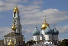 Τριάδα Sergius Lavra στη Ρωσία dormition εκκλησιών Στοκ εικόνα με δικαίωμα ελεύθερης χρήσης