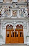 Τριάδα Lavra Sergius τριάδας του ST των μπροστινών πορτών του ναού στοκ φωτογραφίες