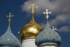 Τριάδα Sergius Lavra στη Ρωσία Θόλοι καθεδρικών ναών Dormition στοκ φωτογραφίες