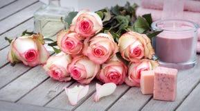 Τριαντάφυλλα για το wellness και τη χαλάρωση Στοκ φωτογραφίες με δικαίωμα ελεύθερης χρήσης