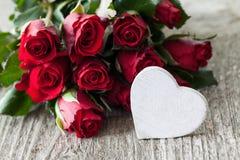 Τριαντάφυλλα και καρδιά Στοκ φωτογραφία με δικαίωμα ελεύθερης χρήσης