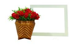 Τριαντάφυλλα και κενό άσπρο πλαίσιο Στοκ φωτογραφία με δικαίωμα ελεύθερης χρήσης