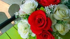 Τριαντάφυλλα προσομοίωσης στον πίνακα στοκ φωτογραφία με δικαίωμα ελεύθερης χρήσης
