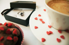 τριαντάφυλλα δαχτυλιδιών προτάσεων γάμου δέσμευσης διαμαντιών ανθοδεσμών Στοκ εικόνες με δικαίωμα ελεύθερης χρήσης
