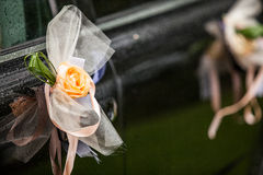 Τριαντάφυλλα στο αυτοκίνητο Στοκ Εικόνες