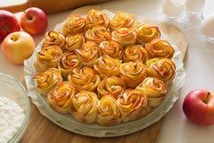 Τριαντάφυλλα της Apple κέικ Στοκ φωτογραφία με δικαίωμα ελεύθερης χρήσης