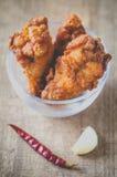 Τριζάτη τηγανισμένη καθυστέρηση κοτόπουλου στοκ εικόνες