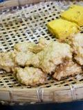 Τριζάτη τηγανισμένη σφαίρα ραδικιών, χορτοφάγα τρόφιμα στοκ εικόνα