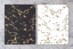 τρισδιάστατη απόδοση του γραπτού μαρμάρου με το χρυσό φύλλο αλουμινίου κάρτα για γάμου και χαιρετισμού της πρόσκλησης ή ο εσωτερι ελεύθερη απεικόνιση δικαιώματος