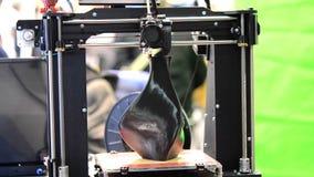 τρισδιάστατος εκτυπωτής που τυπώνει ένα πρότυπο υπό μορφή βάζου απόθεμα βίντεο