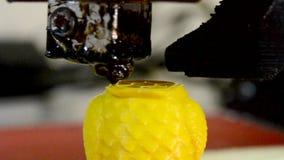 τρισδιάστατος εκτυπωτής στην κινηματογράφηση σε πρώτο πλάνο εκτύπωσης λειτουργίας Σύγχρονη τεχνολογία προσθηκών απόθεμα βίντεο