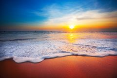 τρισδιάστατο ηλιοβασίλεμα θάλασσας πανοράματος τοπίων Στοκ εικόνα με δικαίωμα ελεύθερης χρήσης