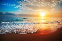 τρισδιάστατο ηλιοβασίλεμα θάλασσας πανοράματος τοπίων στοκ εικόνα