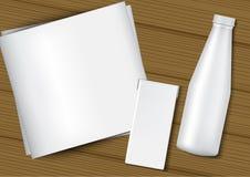 τρισδιάστατο πλαστό επάνω ρεαλιστικό μπουκάλι γάλακτος, κιβώτιο χαρτοκιβωτίων, η Λευκή Βίβλος και ξύλινη απεικόνιση υποβάθρου ελεύθερη απεικόνιση δικαιώματος