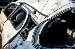 τρισδιάστατη απεικόνιση αυτοκινήτων ατυχήματος που απομονώνεται κατεστημένος άσπρος Στοκ εικόνα με δικαίωμα ελεύθερης χρήσης