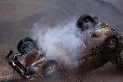 τρισδιάστατη απεικόνιση αυτοκινήτων ατυχήματος που απομονώνεται κατεστημένος άσπρος Αγώνας συνάθροισης Το αυτοκίνητο που προσγειώ Στοκ Εικόνες