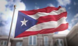 Τρισδιάστατη απόδοση σημαιών του Πουέρτο Ρίκο στο υπόβαθρο οικοδόμησης μπλε ουρανού στοκ φωτογραφία